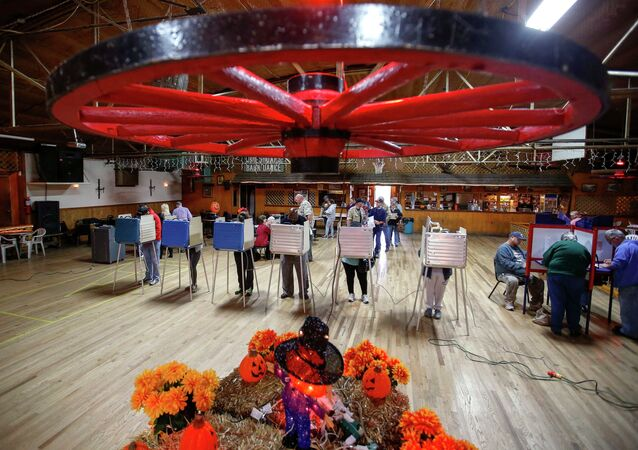 Voters fill in their ballots at a polling place located in Shoaf's Wagon Wheel during the U.S. midterm elections in Salisbury, North Carolina November 4, 2014