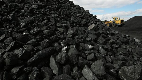 Coal deliveries from Russia to Ukraine have been suspended, the Ukrainian energy ministry said Monday without explaining reasons behind the move. - Sputnik International
