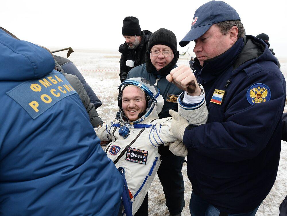 Soyuz TMA-13M lands in Kazakhstan