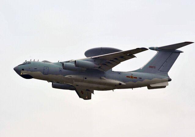 Самолет дальнего радиолокационного обнаружения KJ-2000 китайской армии