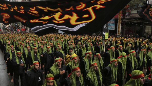 Lebanese Hezbollah supporters march during a religious procession to mark Ashoura in Beirut's suburbs November 4, 2014 - Sputnik International