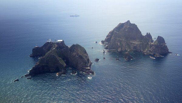 Islands called Dokdo in Korea and Takeshima in Japan are seen Friday, Aug. 10, 2012 - Sputnik International