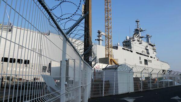 The Vladivostok warship docks on the port of Saint-Nazaire, western France, September 5, 2014 - Sputnik International