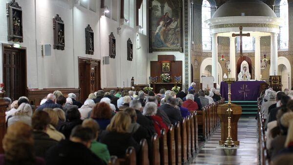 A priest takes mass at St Mary's Roman Catholic Church in Belfast, Northern Ireland. (File) - Sputnik International