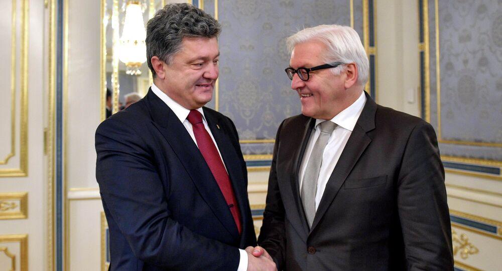 Petro Poroshenko (L) and Frank-Walter Steinmeier