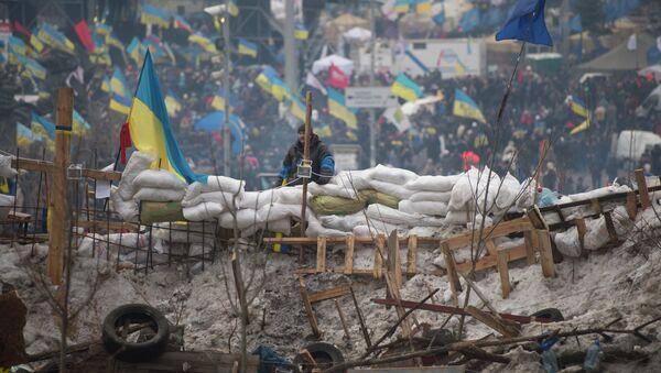 European integration activists built up barricades and put wardens at the Independence Square in Kiev, Ukraine - Sputnik International