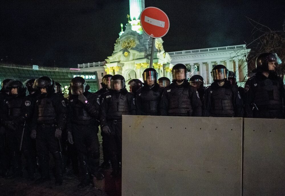 Police clear protesters from Independence Square