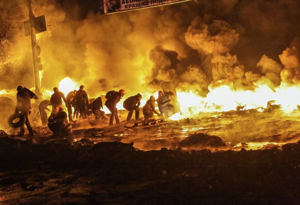 Protesters clash with police in center of Kiev