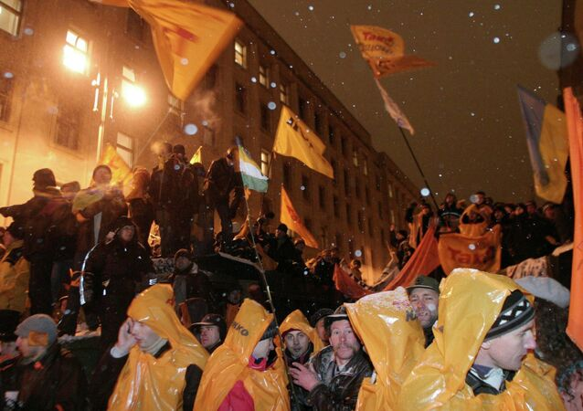 V. Yushchenko supporters at the Ukrainian President administration building
