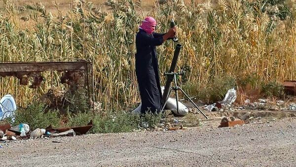 An Islamic State group fighter loads a mortar shell during clashes with Iraqi security forces in Ramadi, 70 miles (115 kilometers) west of Baghdad, Iraq, Saturday, Nov. 22, 2014 - Sputnik International