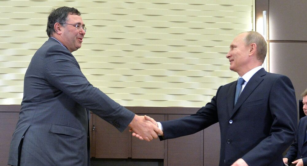 Vladimir Putin meets with French energy holding Total's head Patrick Pouyanne