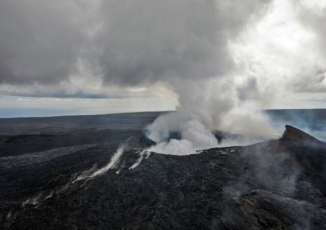 Smoke rises from the Pu'u O'o vent on the Kilauea Volcano October 29, 2014 on the Big Island of Hawaii