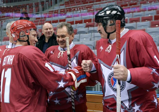 Vladimir Putin takes part in friendly hockey match