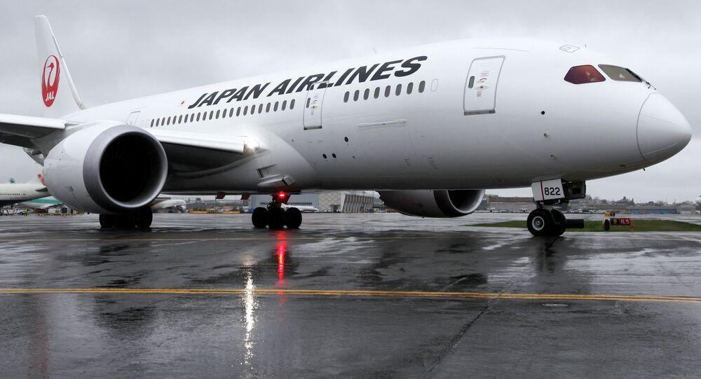 A Japan Airlines Boeing 787