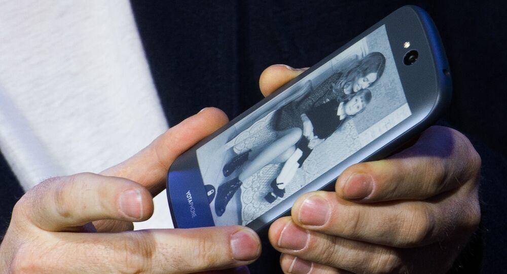 YotaPhone 2 smart phone presented in Russia