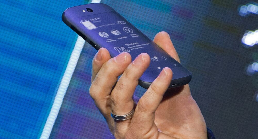 YotaPhone 2 smart phone presented in Russia