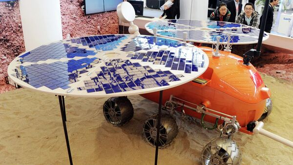 Visitors look at a prototype model of a Mars rover, which was designed and built in China, on display at the China International Industry Fair in Shanghai - Sputnik International