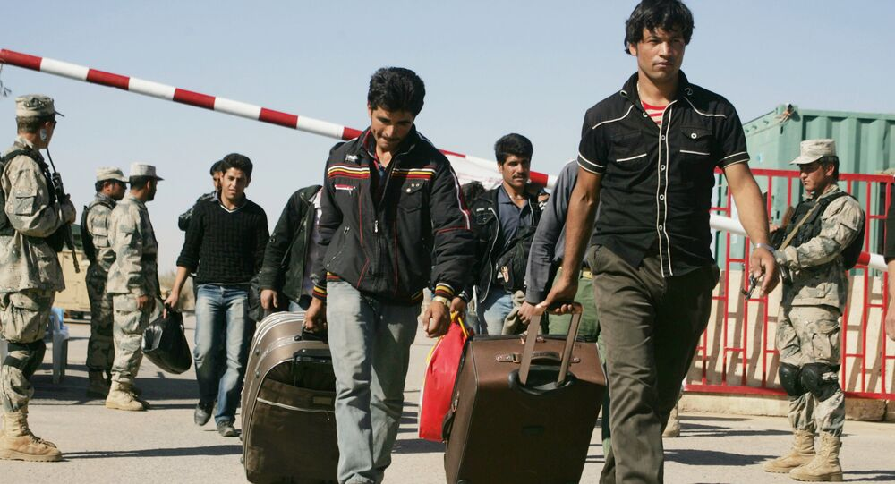 Afghan refugees enter Afghan territory after leaving Iran at the Islam Qala border crossing in Kohsan, Herat, west of Kabul, Afghanistan, Sunday, Nov.11, 2012