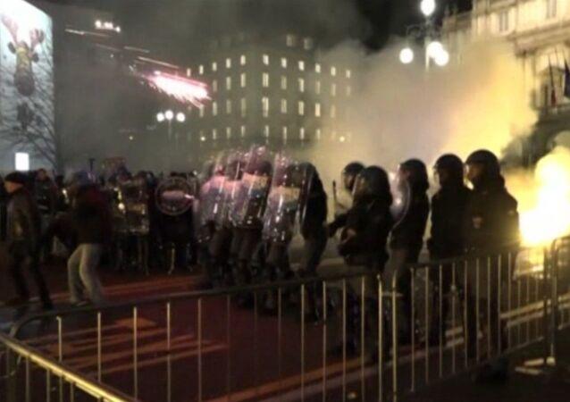 Protestors, Police Clash at Milan Anti-Austerity March