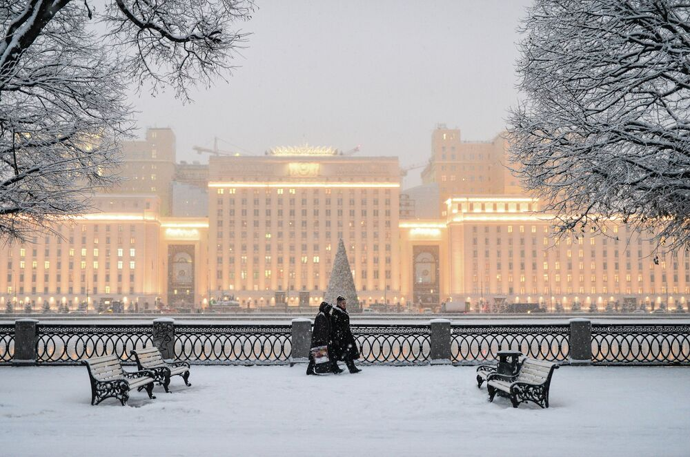 Snowing in Moscow