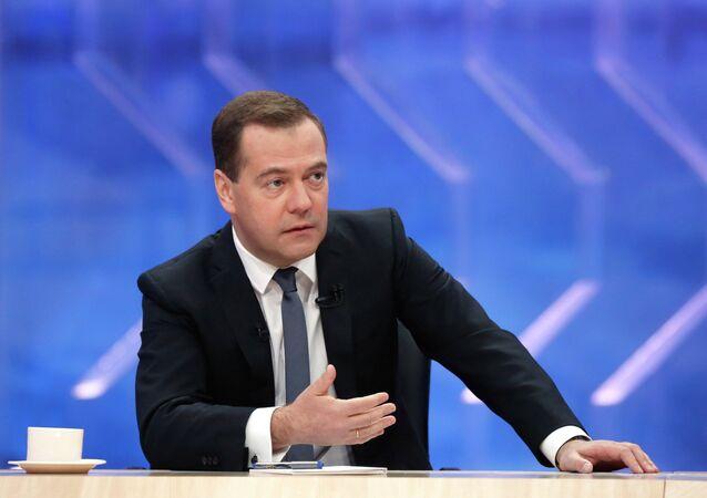 Интервью Д.Медведева российским телеканалам