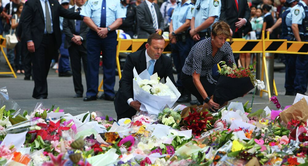 Australian Prime Minister Tony Abbott and his wife Margie pay their respect to the victims of the siege in Martin Place in Sydney central business district, Australia