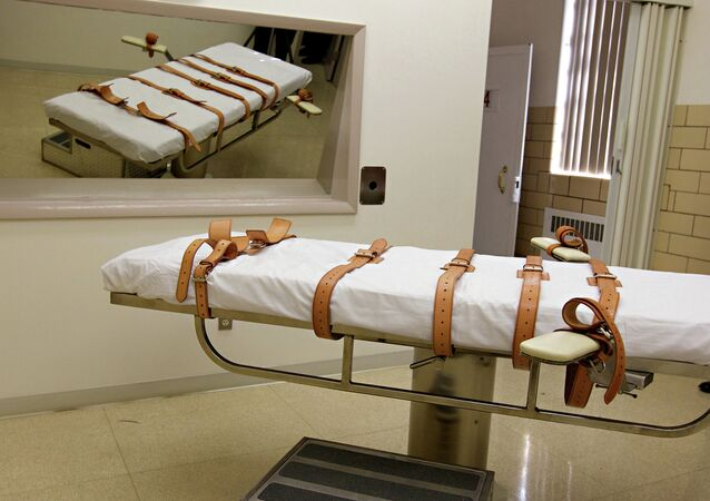 The lethal injection chamber of the South Dakota State Penitentiary is seen on Tuesday, Oct. 9, 2012