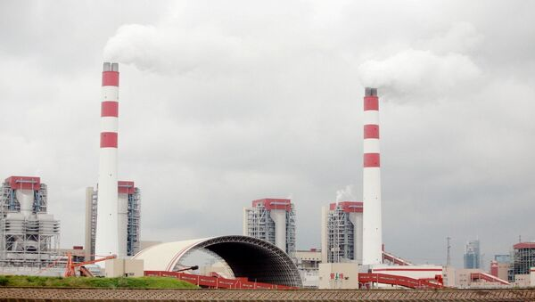 Smoke is discharged from chimneys at the Waigaoqiao coal-fired power plant in Pudong, Shanghai, China - Sputnik International