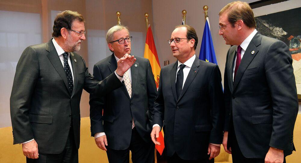 Spanish Prime Minister Mariano Rajoy Brey, European Commission President Jean-Claude Juncker, French President Francois Hollande and Portuguese Prime Minister Pedro Passos Coelho