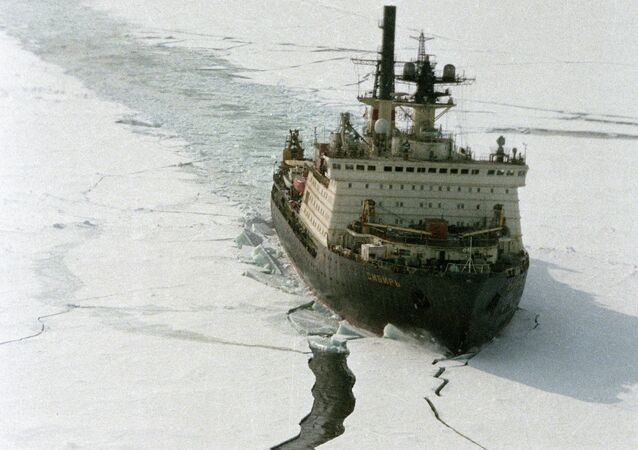 Sibir nuclear-propelled icebreaker in the Arctic