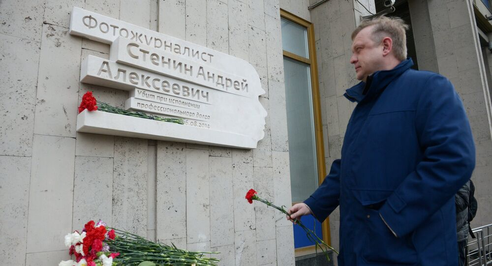 Memorial plaque for Andrei Stenin unveiled in Moscow