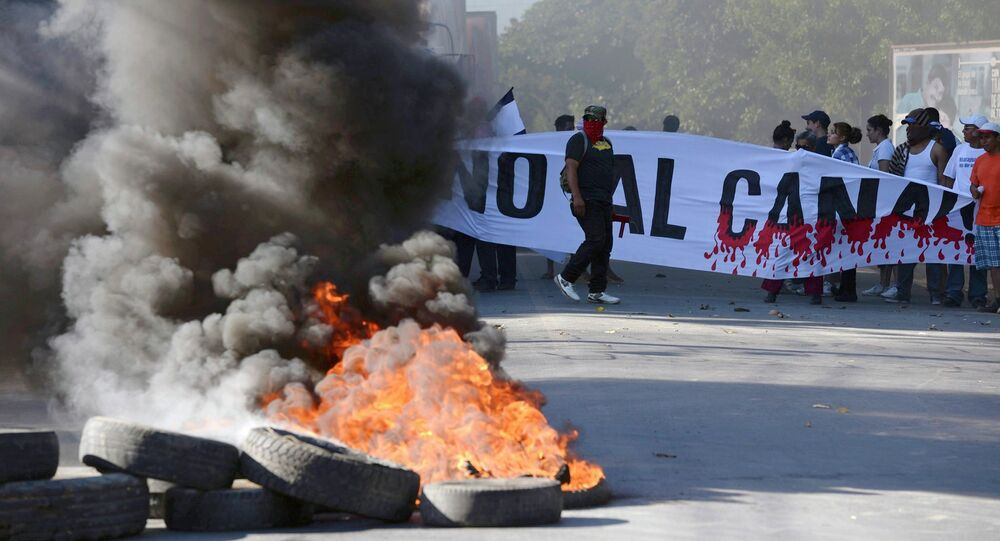 Demonstrators block the Panamerican highway to protest against the Grand Canal construction in Managua December 22, 2014, in this handout photo provided by La Prensa
