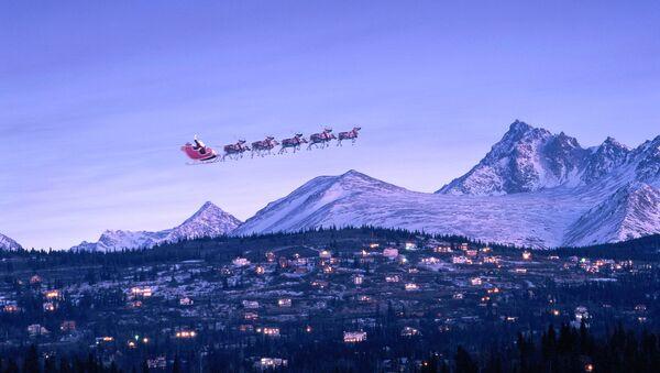 Santa in sleigh & reindeer fly over houses - Sputnik International