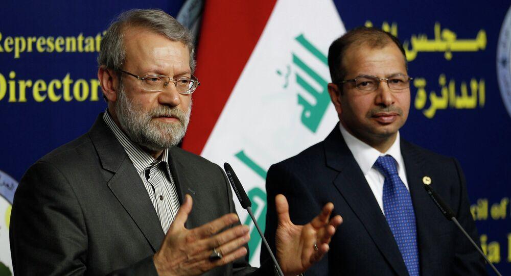 Iran's parliament speaker Ali Larijani (L) and Iraqi parliament speaker Salim al-Jabouri speak during a news conference in Baghdad December 24, 2014