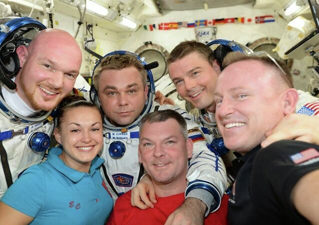 ESA astronaut Alexander Gerst, Roscosmos cosmonaut Elena Serov, Maxim Shur, Alexander Samokutyaev, NASA astronauts Reid Wiseman and Barry Wilmore (left to right) on board the ISS