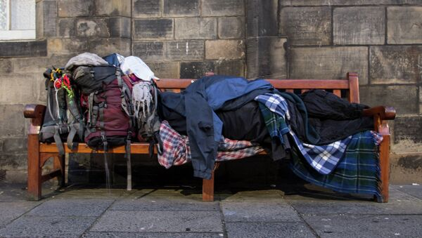 Westminster must devolve its wide-ranging powers over welfare matters to the Scottish parliament to better address rising poverty rates, Eilidh Whiteford of the Scottish National Party said in a statement Friday. - Sputnik International