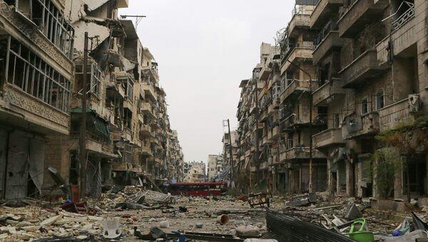 A bus blocks a road amid damage on the Salah Al-Din neighbourhood frontline in Aleppo December 6, 2014. - Sputnik International