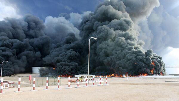 Smoke rises from an oil tank fire in Es Sider port - Sputnik International
