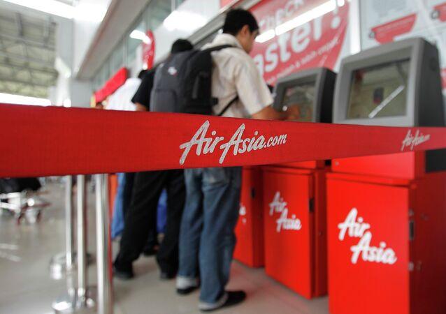 Passengers check in an AirAsia flight at Soekarno-Hatta International Airport in Jakarta December 28, 2014