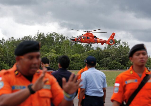 Extreme weather in the Java Sea is endangering the lives of rescuers taking part in search operations for victims and wreckage of AirAsia flight QZ8501, Indonesia's Meteorological, Climatological and Geophysical Agency (BMKG) said Sunday.