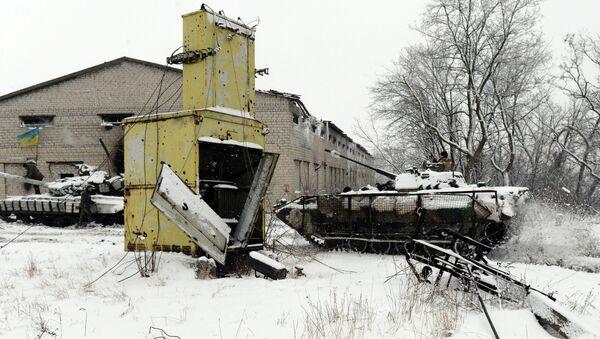A Ukrainian Army tank and APC - Sputnik International