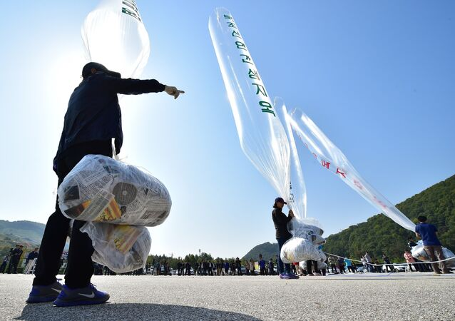 South Korean activists prepare to release balloons carrying anti-North Korea leaflets at a park near the inter-Korea border in Paju, north of Seoul, on October 10, 2014