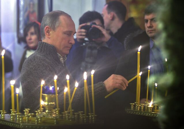 Russian President Putin attends Christmas service