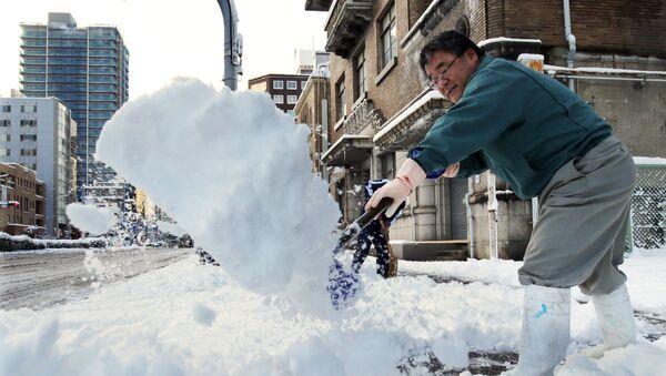 Heavy snow hit wide areas of Japan - Sputnik International