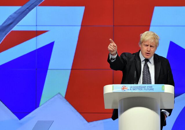 London Mayor Boris Johnson said in a radio program on Tuesday that everyone working and living in Britain should be able to speak the English language