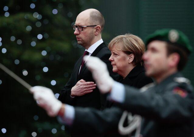 German Chancellor Angela Merkel, center, and the Prime Minister of Ukraine Arseniy Yatsenyuk, left