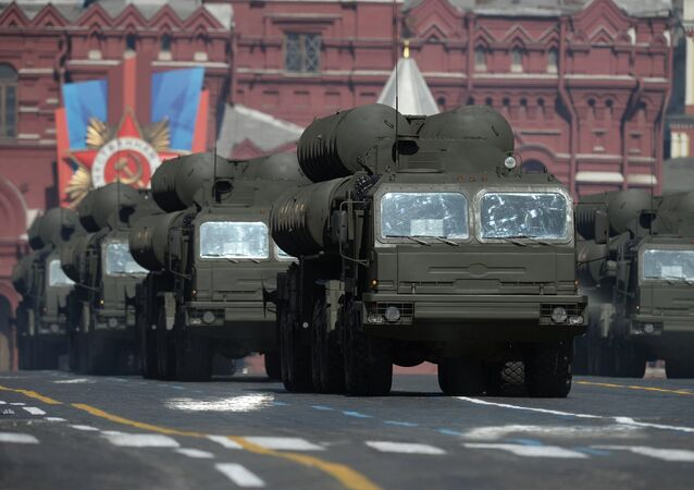 The S-400 'Triumf' air defense system on Red Square on Victory Day, 2014