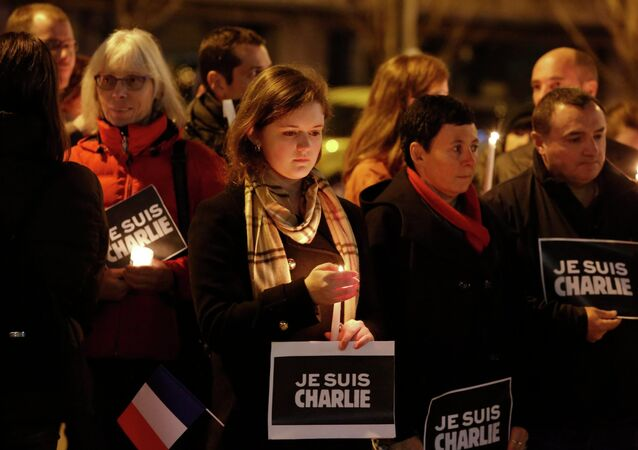 Hundreds of New Yorkers gathered Saturday in Manhattan to show solidarity with those murdered during the three days of terror that gripped France starting with the Wednesday assault on eight French cartoonists, NBC reported