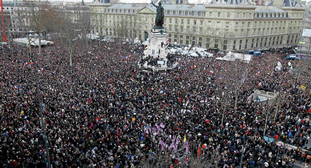 A general view shows Hundreds of thousands of people gathering on the Place de la Republique to attend the solidarity march (Rassemblement Republicain) in the streets of Paris January 11, 2015.