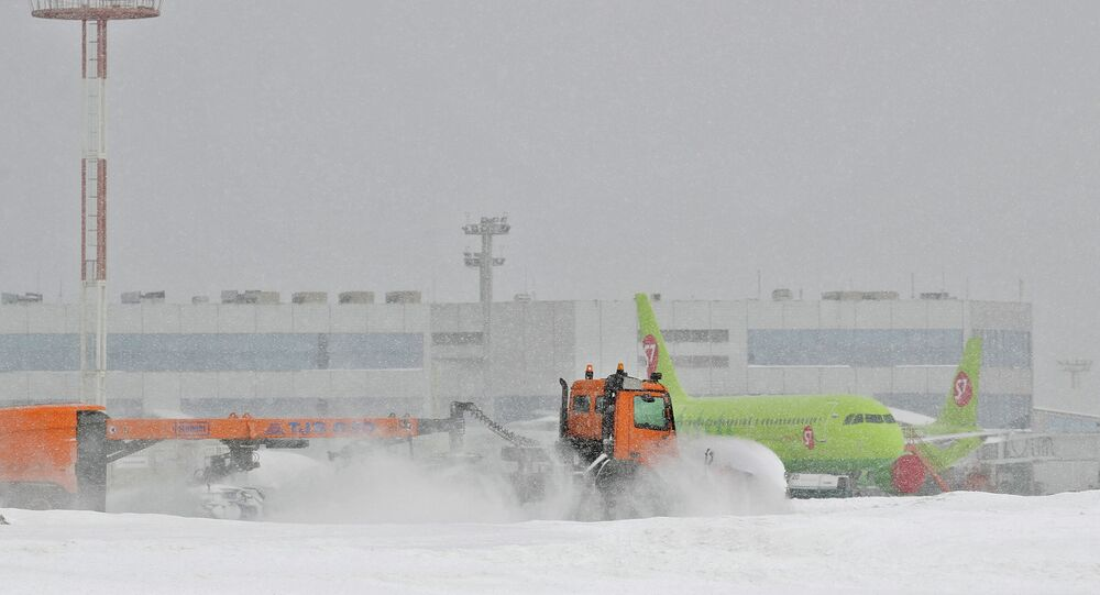 Clearing snow in Moscow